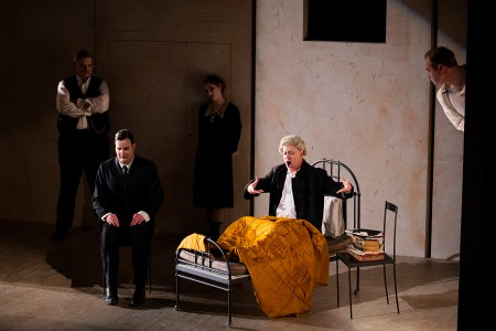 michael-druiett-nicholas-lester-emma-kerr-gwion-thomas-and-paul-carey-jones-in-the-trial-scottish-opera-2017-credit-james-glossop