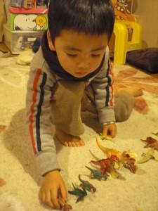 恐竜あそび1