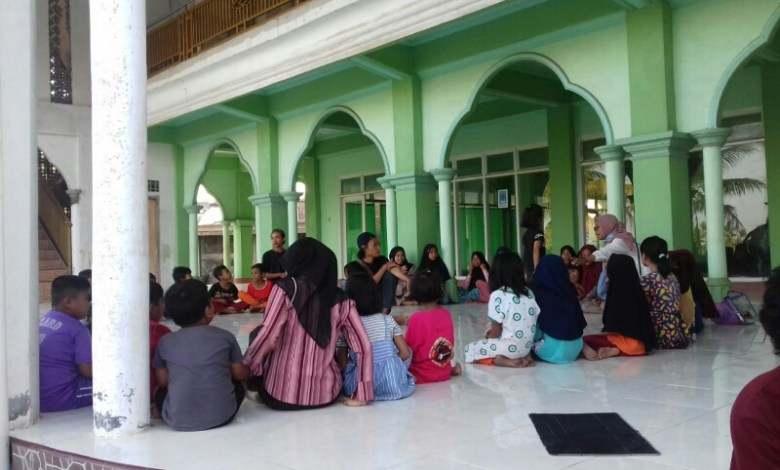 Photo of Prihatin Minat Baca Anak Rendah, Pemuda Lotim Buka Lapak Membaca.