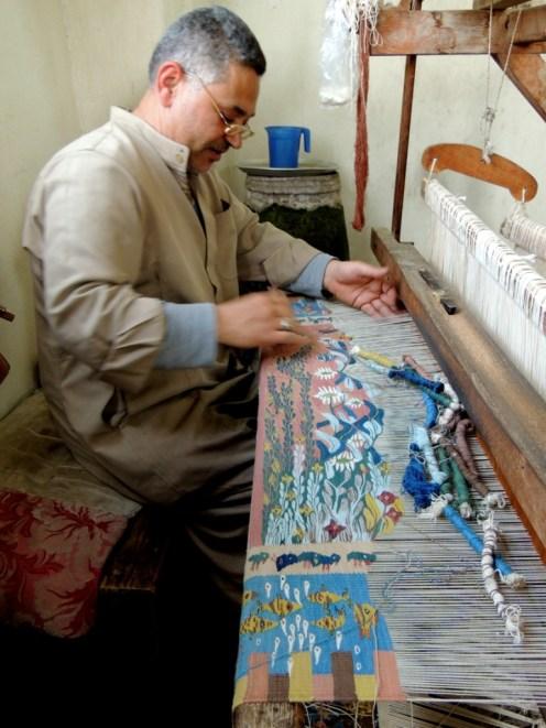 Carpet weaving horizontal loom