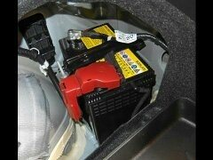 What kind of battery does the Toyota prius have?  Quora