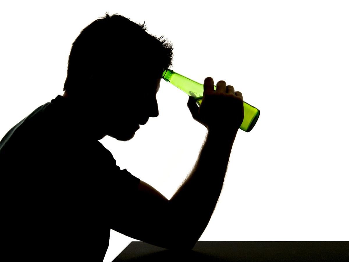 Las personas que padecen un trastorno por consumo de alcohol necesitan ayuda.