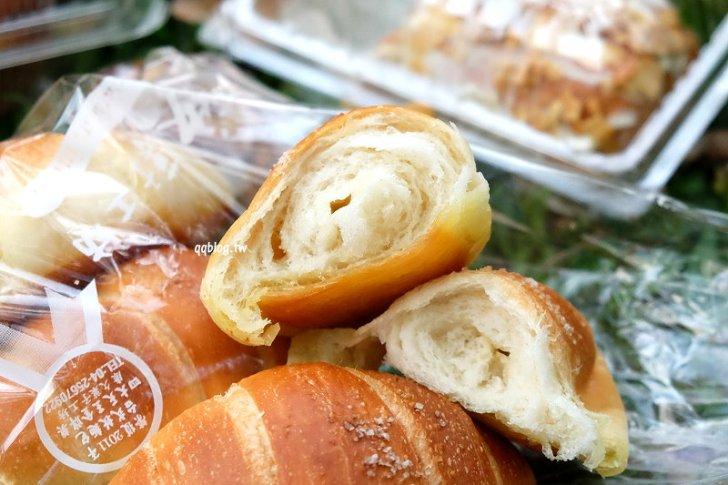 1527092266 9de05db5d48e81a490d6bc1544fac2bd - 台中大雅︱康久菓子工坊大雅人氣麵包店,友人力推的肉鬆小貝,冰過更好吃