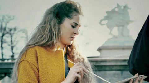 صورة الفنانة التونسية عائشة بن أحمد: لدي هوس ترتيب الحقائب وفقدانها وأتشوق لزيارة شرق آسيا