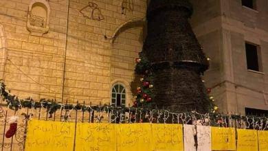 صورة خفافيش الليل يحرقون شجرة الميلاد في مدينة سخنين للمرة الثانية