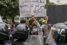 صورة أمام البرلمان.. تونسيون يطالبون بالإفراج عن موقوفي الاحتجاجات