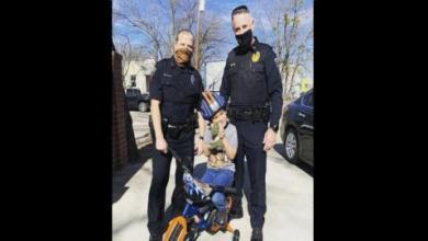 صورة محقق أميركي يكتشف تدمير «مجرم» لدراجة طفل فيهديه أخرى جديدة