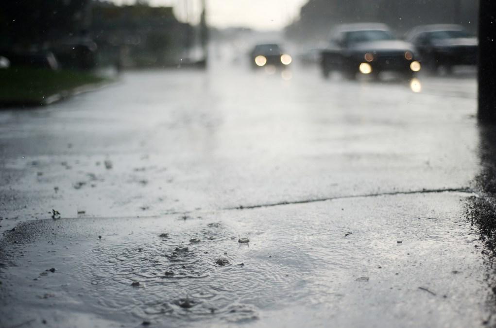 ¿Cómo conducir bajo la lluvia con total seguridad?