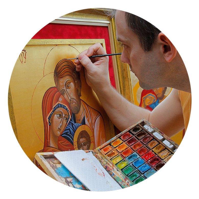 Piotr Wawryło pisze ikonę