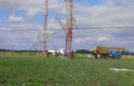 R7AB's 12 el 14 Mhz band yagi. Boom lenght 40m. Selfsupported tower 42 m high