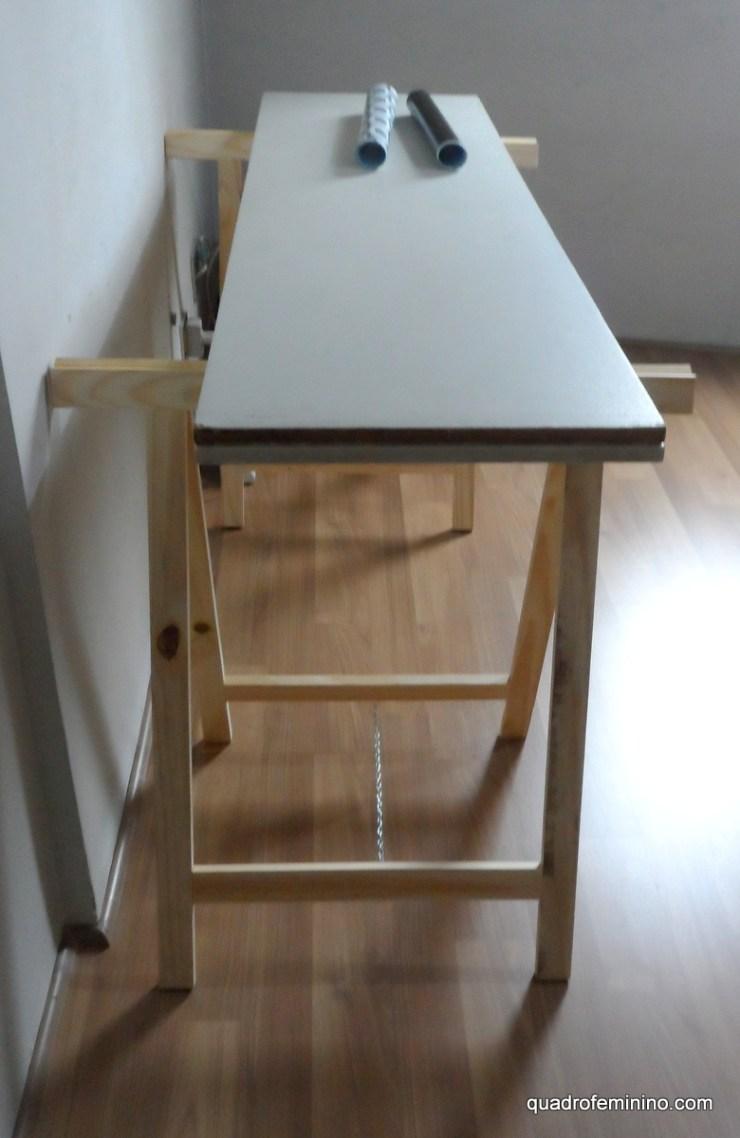 Mesa com porta e cavaletes (2)