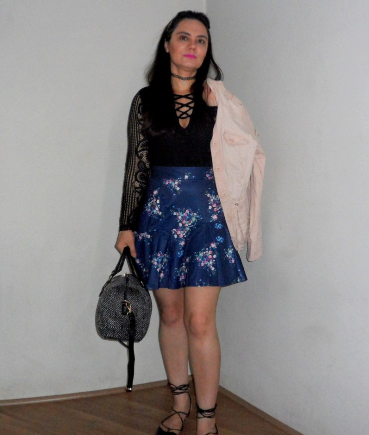 Look do dia Dresslink - Body Lace Up - Saia Floral