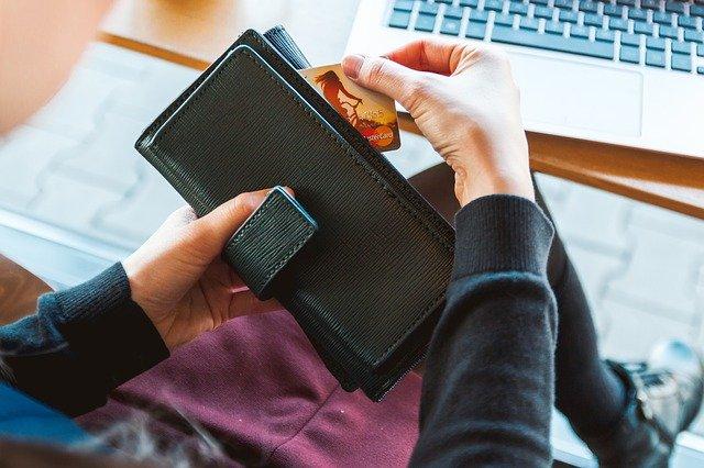 【風水】考察!結局、財布を買うならどの季節が正解?個人的には「秋」財布を推したい!