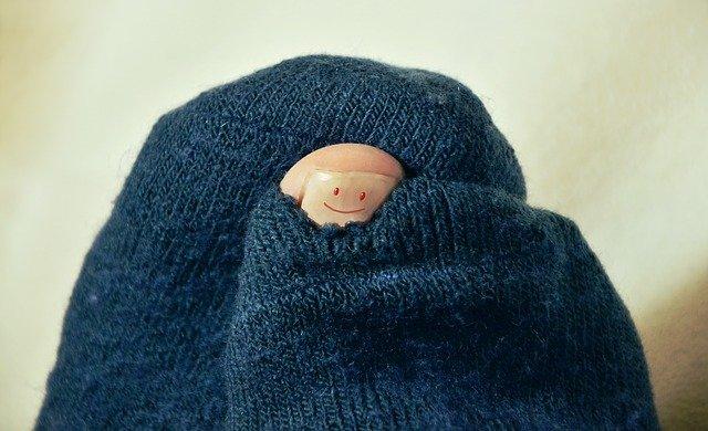 【風水】『靴下』と金運の関係!穴があくまで履いちゃダメ!風水的な交換タイミングなど