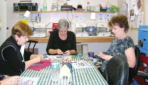 Joella Austin, Sherry Royer and Dodie Prescott, Beaded Wire Pendant Class
