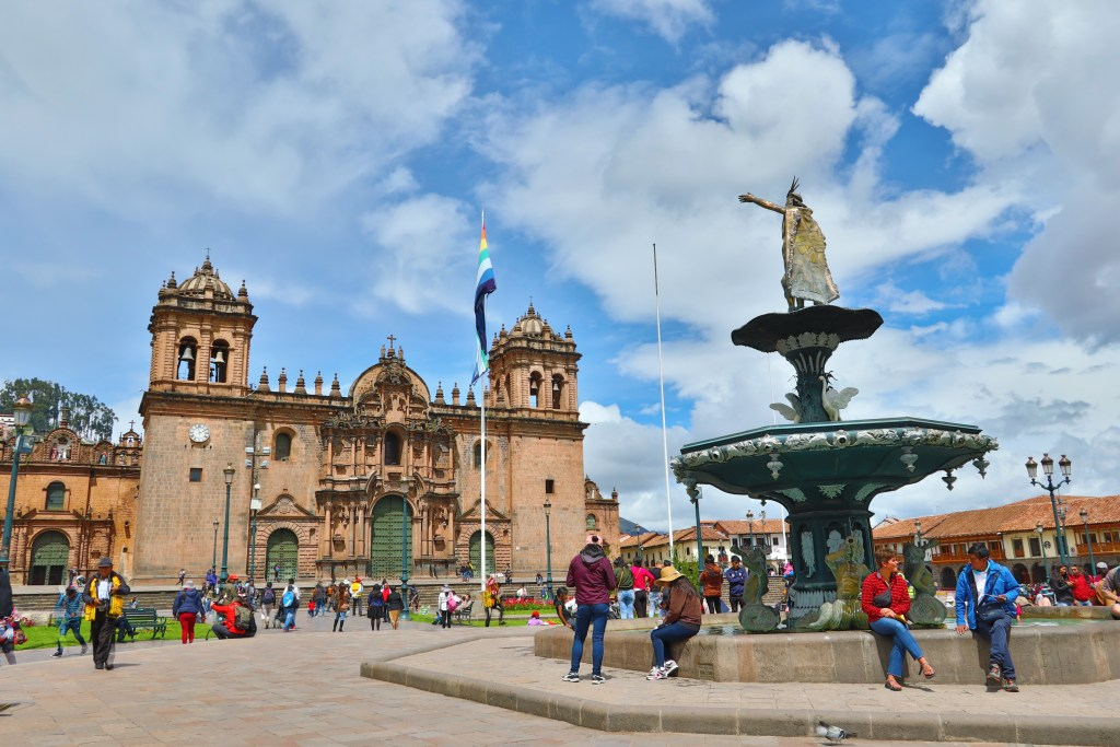 """<img src=""""cusco.jpg"""" alt=""""a picture of the main square in Cusco with a fountain and cathedral"""">"""