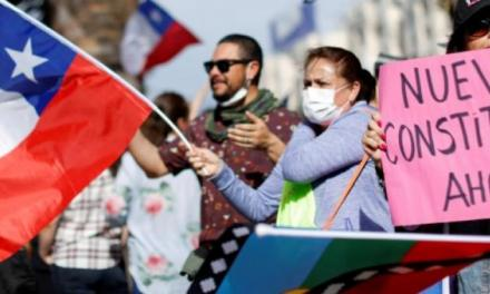 ¿Es el cambio de la Constitución la solución a la crisis en Chile? Expertos analizan la propuesta