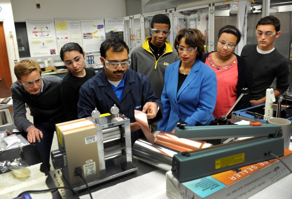 FORD MOTOR COMPANY EXPANDS INNOVATIVE CAREER ACADEMIES TO DETROIT TO HELP STUDENTS IMPROVE TECHNICAL JOB SKILLS