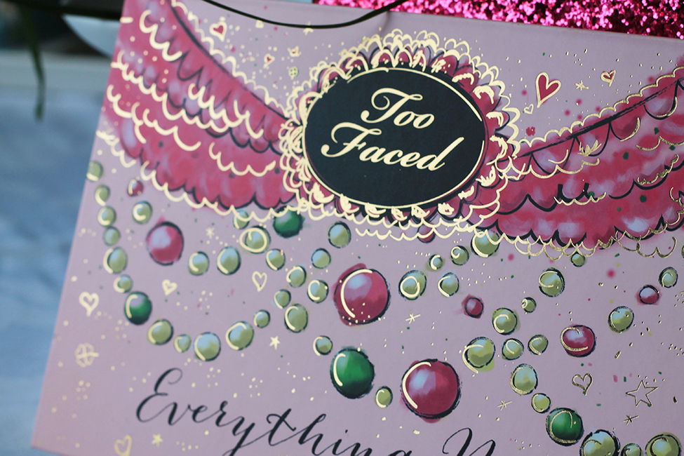Revue et maquillage coloré everything nice too faced zoom packaging