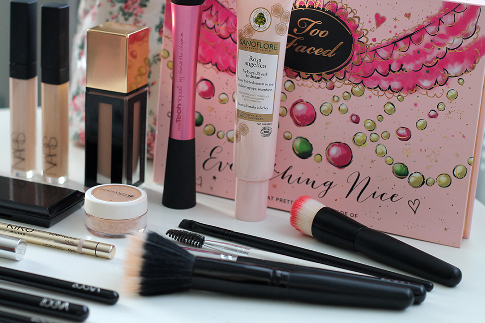 Revue et maquillage coloré everything nice too faced swatch matériel 2