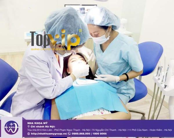 Khách hàng hàn răng tại nha khoa Mỹ