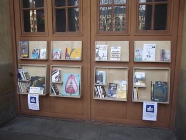 Bibliotheque de rue au Centre Pénitentiaire des Femmes de Rennes installées le 26 février 2016 (c) Charles Motte