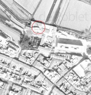 Detall foto aèrea 1976 on s'observa l'ombra de la xemeneia del Molí de Vila de Quart de Poblet (marcat amb rogle roig)