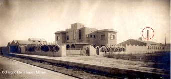 Imatge de Refracta en la década de 1940, a la dreta es veu el fumeral