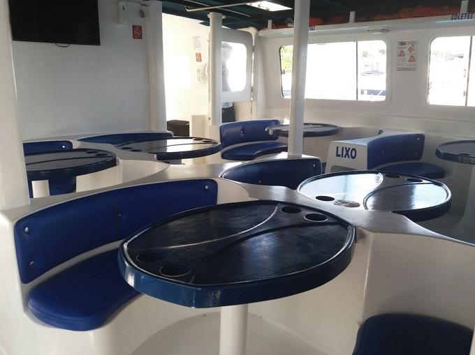 Catamarã da empresa Ilha Bela com destino a Morro de São Paulo