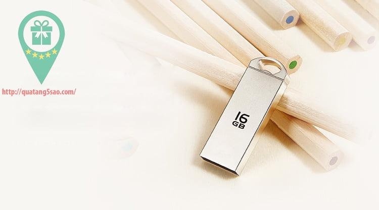 USB qua tang USB gia re Mau 03 05