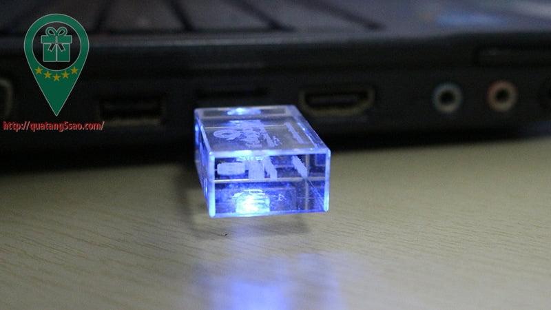 USB qua tang USB gia re Mau 07 07