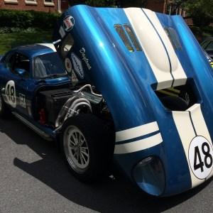 QUE.COM Antique Car