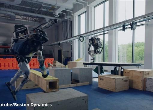 Con una forma humanoide y capaz de realizar muchas maniobras de forma autónoma, este robot sorprende cada vez más a los amantes de la inteligencia artificial y curiosos de todo el mundo. En su más reciente proyecto, Boston Dynamics puso a prueba las destrezas físicas de Atlas y creó una entorno basado en el parkour.