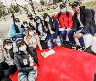 'Ninis': Jóvenes que ni trabajan ni estudian recibirán subsidio de la Alcaldía de Bogotá