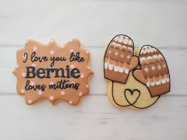 """Two cookies, one mittens, one that says """"I love you like Bernie loves mittens"""""""