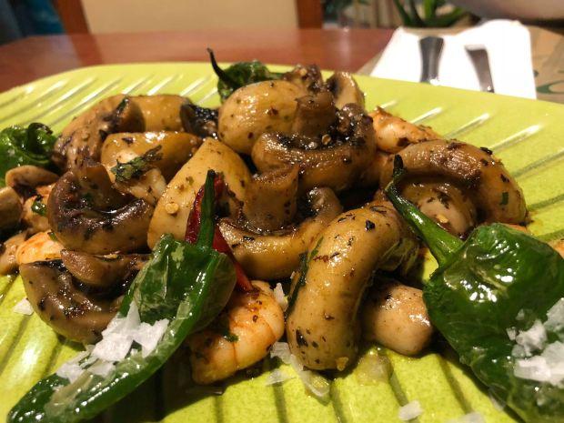 Restaurante Bormeo Ingenio Salteado de gambas y champiñones