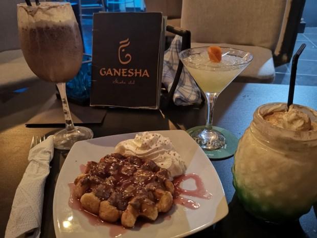 Postre y cocktail ganesha shisha club