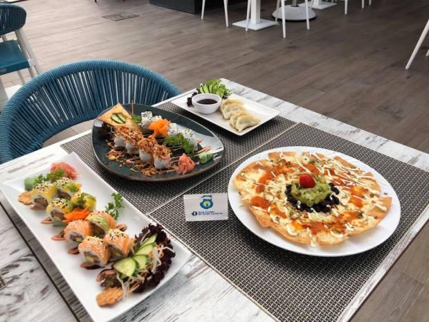 presentación platos restaurante japonesa y mexicano
