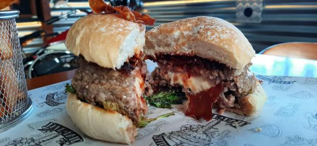 Hamburguesas Rolling Stone Love&Hate tattoo diner las mejores hamburguesas de Gran Canaria
