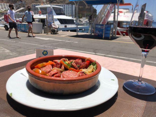 chorizo argentino salteado con pimientos y cebolla grill costa mar