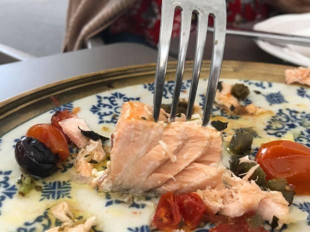 salmón comida internacional local arguineguin bistro mar