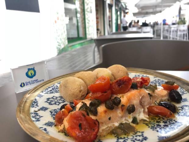 plato de salmón noruego Hamburguesa comida internacional local arguineguin bistro mar