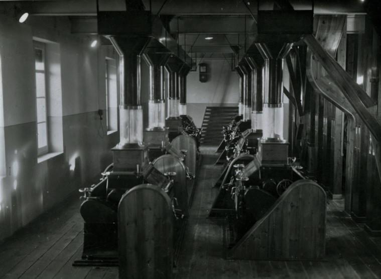 Interior de la Harinera de Binéfar en los años 50