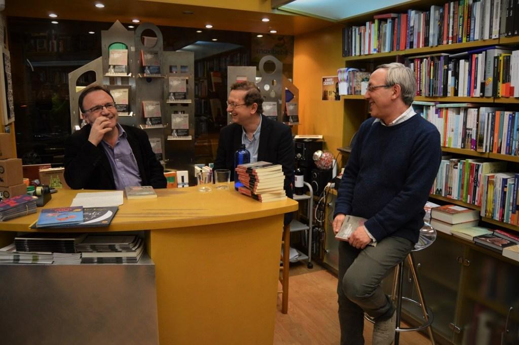 De izquierda a derecha, José Domingo Dueñas, José Luis Melero y José María Aniés durante la presentación del libro en la Librería Anónima.