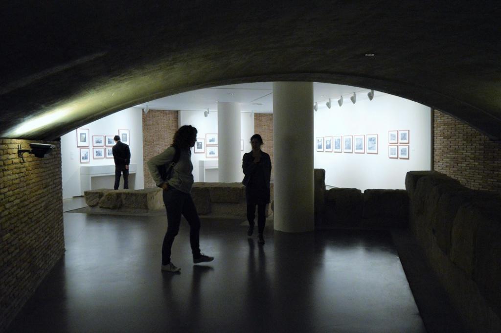 Imagen de la sala de exposiciones de la DPH. Exposición Más allá de la afición.