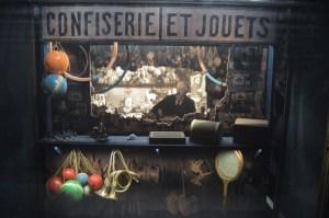 Recreación del quiosco donde Méliès trabajó tras su ruina económica.