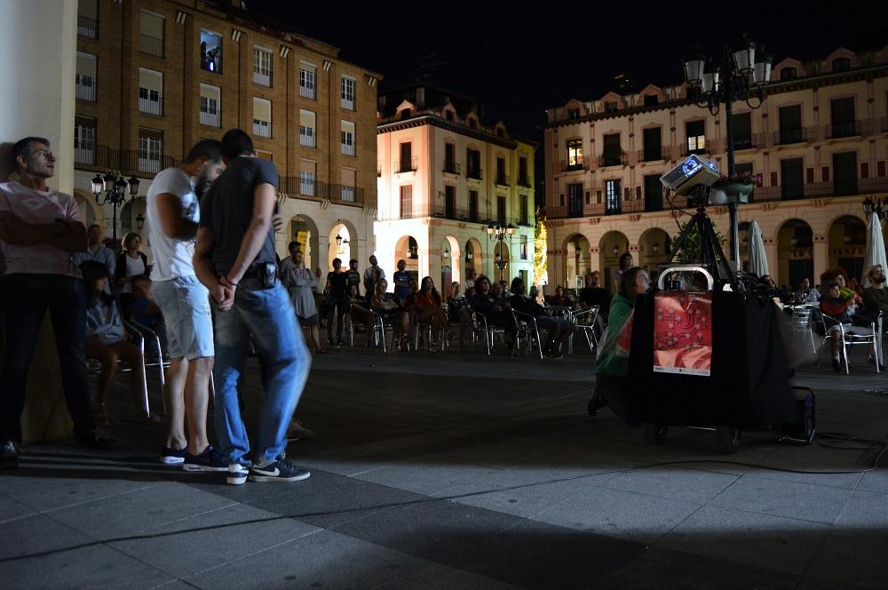 Huesca de Corto. Plaza López Allué. Detalle del público.