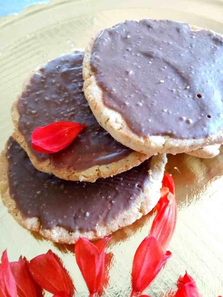 sugar free chocolate chia biscuits