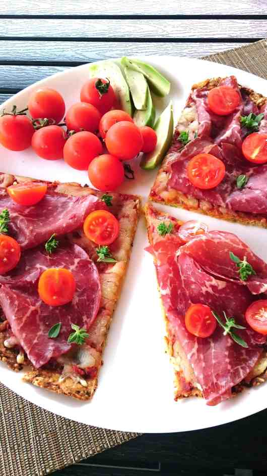 low carb zucchizza - queenketo pizza
