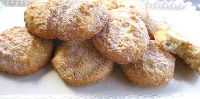 easy sugar free italian amaretti biscuits